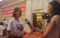 香港浸會大學蔣婷接受蘭州當地媒體採訪。(大公報記者張琰清 攝)