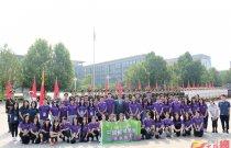 8月14日,「未來之星」國情班第一站來到北京中國人民解放軍三軍儀仗隊軍營,觀看步操表演之餘,還親自上陣過了把癮。